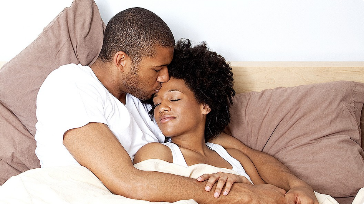 042514-Health-Happy-Couples-Cuddle-at-Night