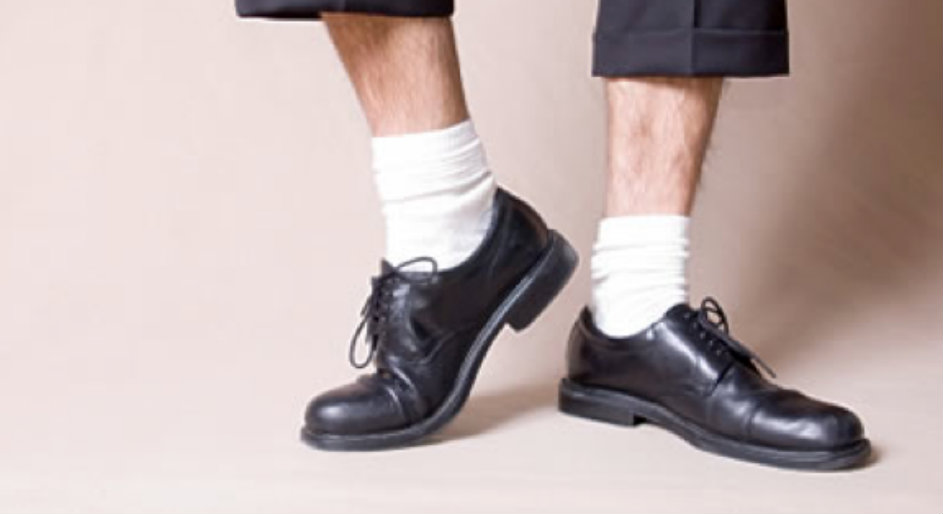 6 - Chaussures-noires-et-chaussettes-blanches