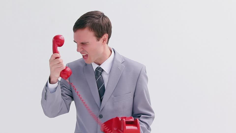300448633-decrocher-le-telefone-fou-demode-colereux (1)