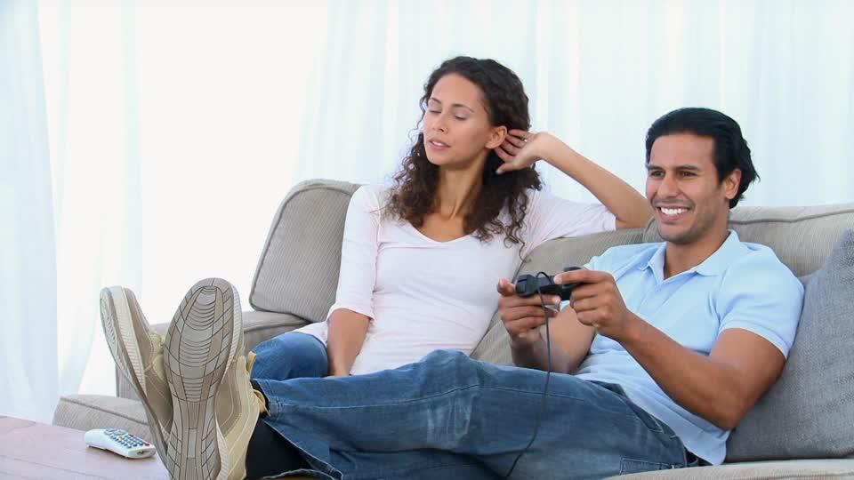 339989523-console-de-jeux-video-oreiller-couple-marie-plaisir