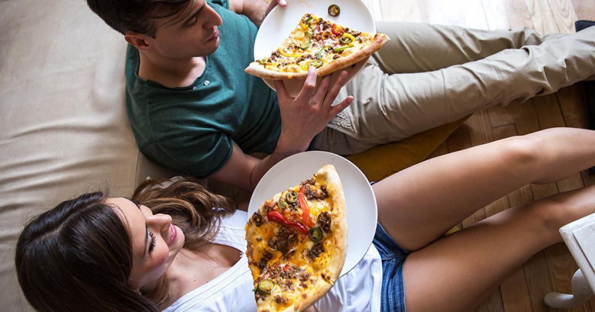 pizza-manger-alimentation-femme-couple-food