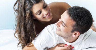 7 sc nes d amour qui ne marchent que dans les films - Gens qui font l amour tout nu dans le lit ...